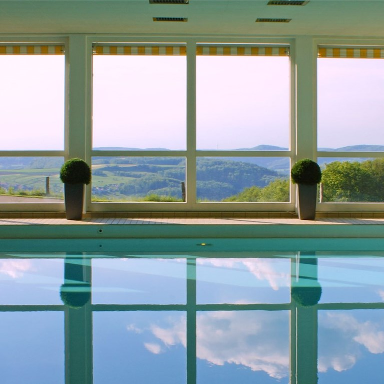 Bad-Ramsach-Quellhotel_Laeufelfingen_Wellness-Pool-3.jpg